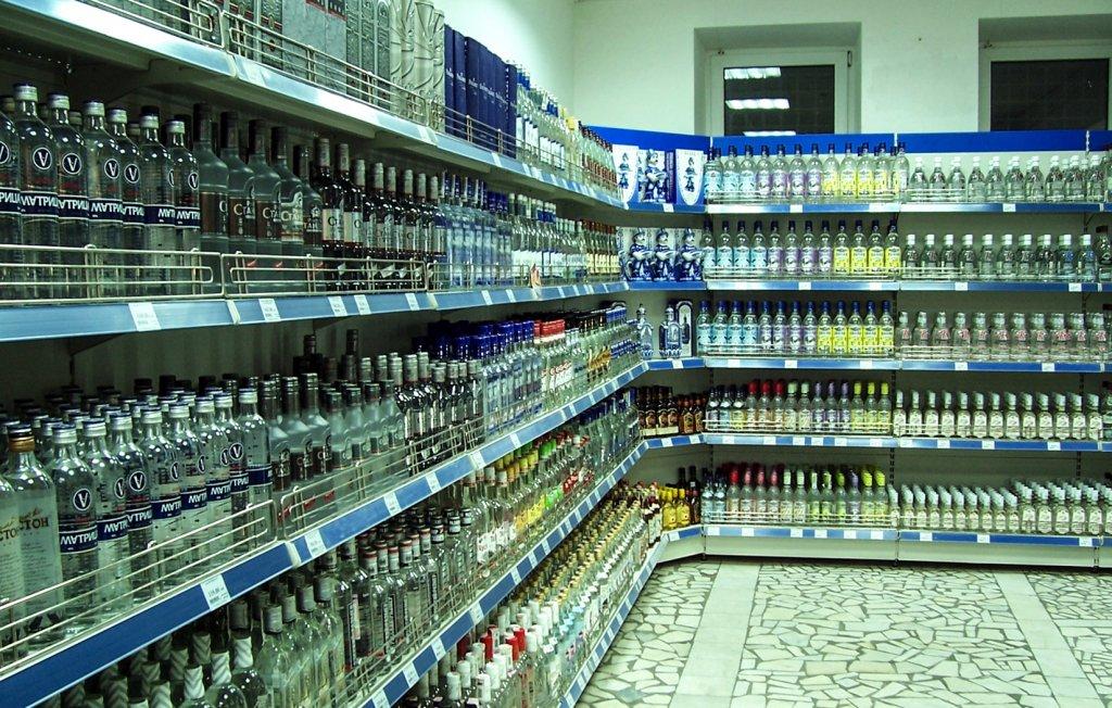 Vodkaregal in einem russischen Supermarkt