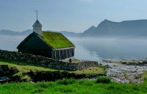 Wikingerkirche auf den Faröer Inseln