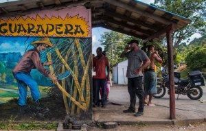 """""""Guarapo"""" wird frisch gepresster, reiner Zuckerrohrsaft genannt, der in den sogenannten """"Guaraperas"""" für umgerechnet 4 Cent pro Glas verkauft wird. Köstlich!"""