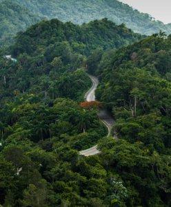 """""""La Farola"""" – eine in Kuba legendäre Straße, die viele sich aufgrund mangelhafter Bremsen – zu Recht - nicht zu fahren trauen. Hier gab es leider mehr folgenschwere Unfälle, als auf den sogenannten """"Todesstraßen"""" Südamerikas."""